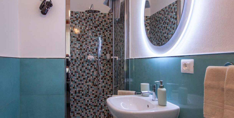 Tulipano Lilla bathroom
